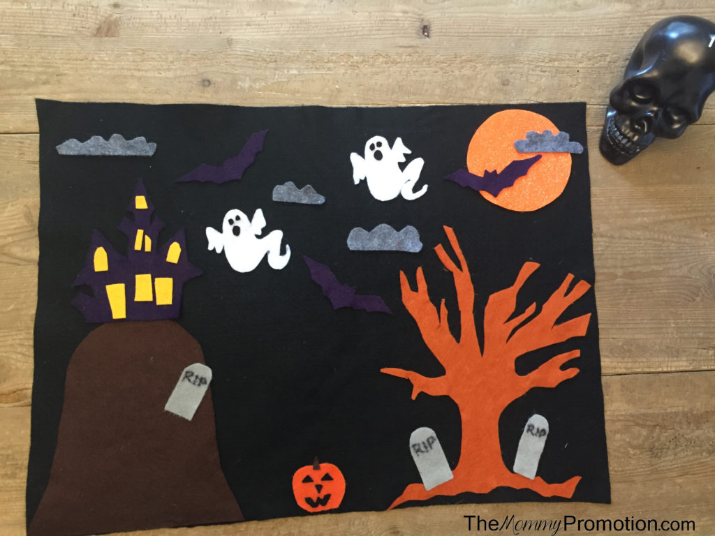 halloween-felt-board_crafts-for-kids_diy_1-year-old-craft_holidays_the-mommy-promotion