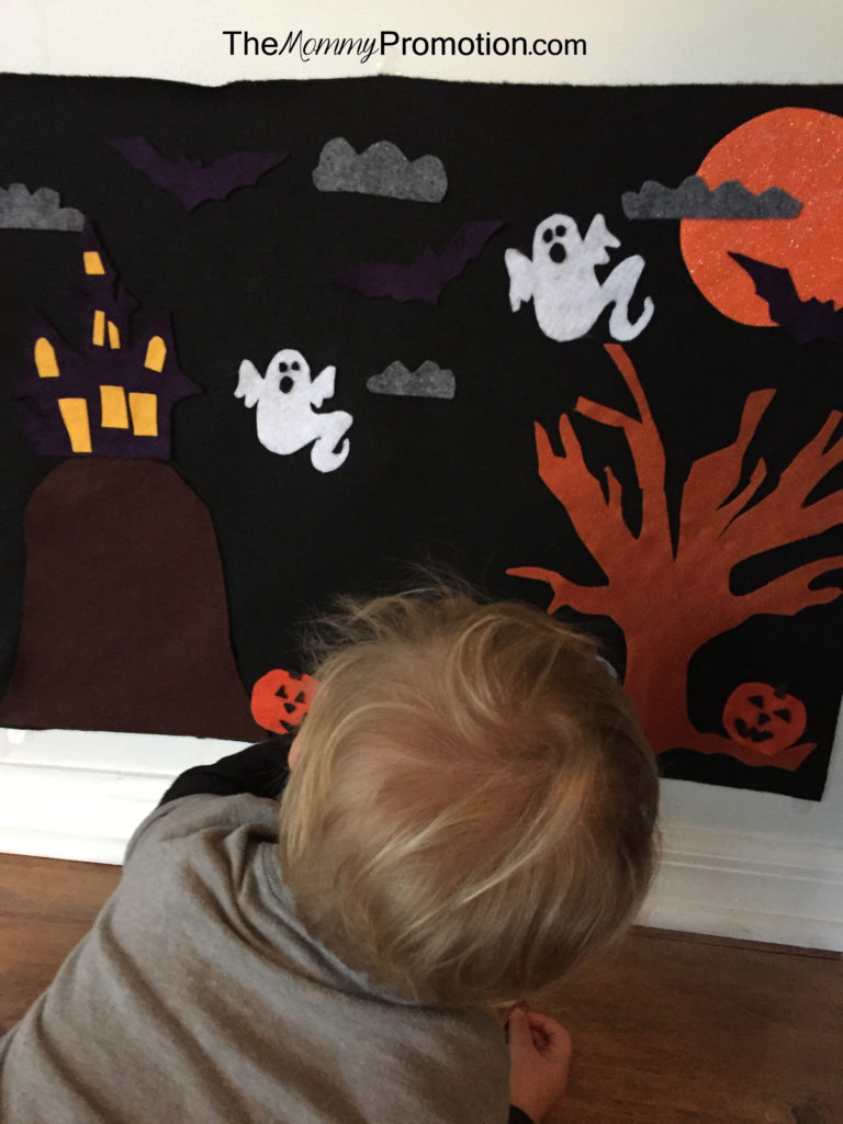 halloween-felt-board_crafts-for-kids_diy_1-year-old-craft_the-mommy-promotion